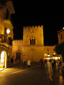 Taormina_Piazza_IX_ Aprile_2062_1024